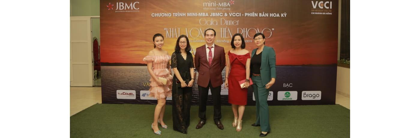 294A2422 - Tan, Nhi, me Nhi, Phuong Dinh