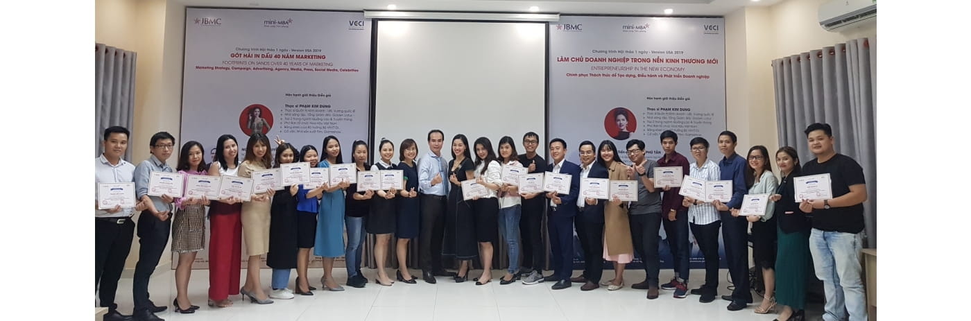 20191116_182559 - Le trao Certificate 40 nam Got hai Marketing - 2019.11.16