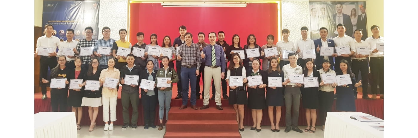 20191103_181015 - Le trao Certificate Lam chu Doanh nghiep Hue-2019.11.03