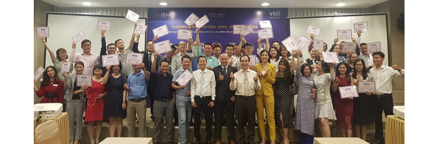 20191006_172534 - Le trao Certificate Thuyet trinh & Ngan & Badr & Quang