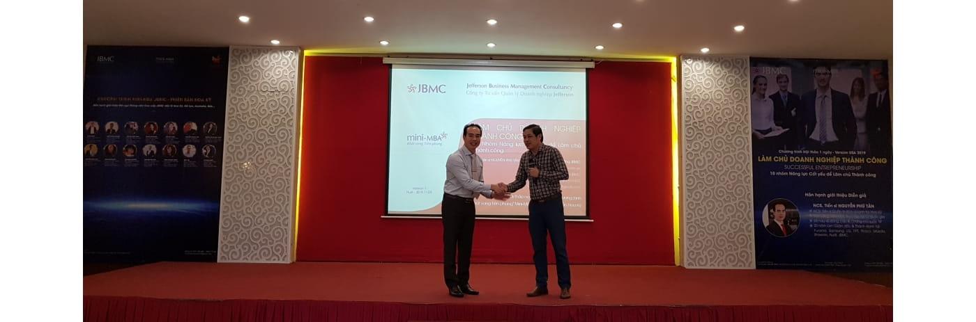20191103_081527 - Tan & Minh Chu tich DNT Hue-2019.11.03