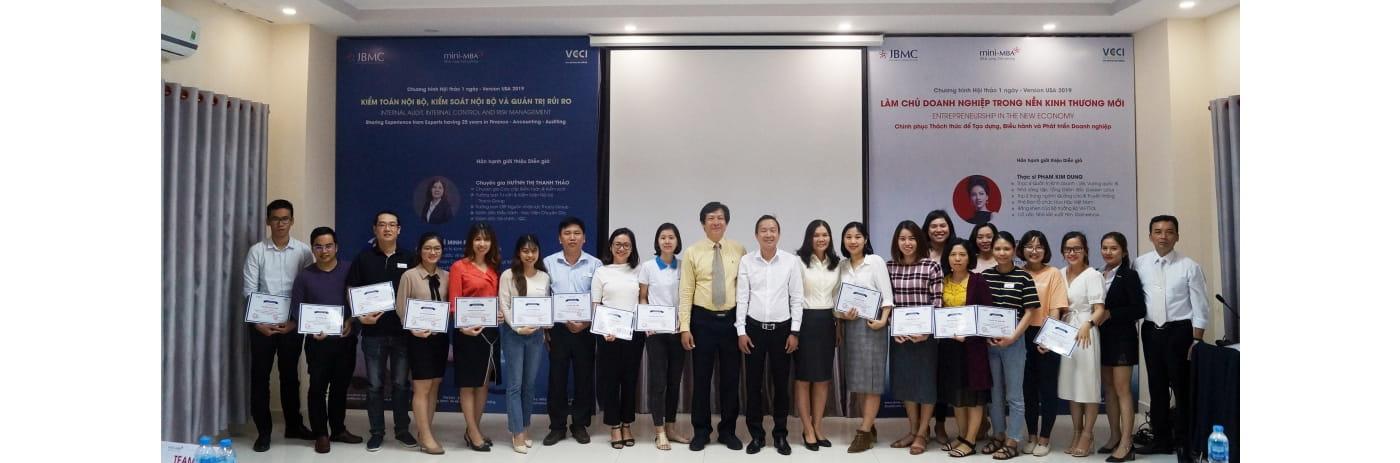 DSC08186 - Le trao certificate Kiem toan-2019.11.23