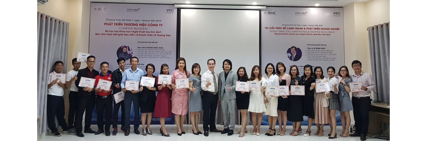 20191102_175333 - Le trao Certificate Thuong hieu Cong ty & Nam